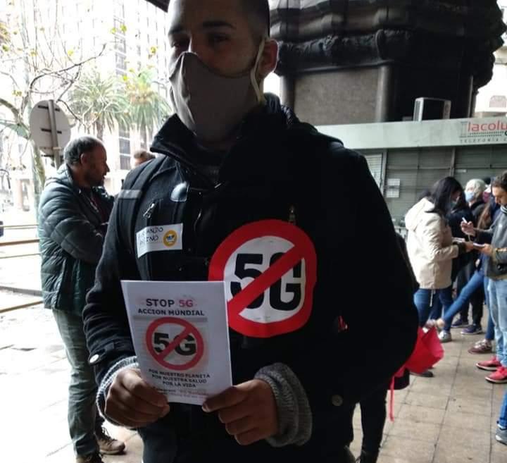 Entrega de documento a Presidencia para detener la tecnología 5G en Uruguay